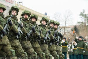 Участники парада mdash; военнослужащие, курсанты академии МВД, кадеты казачьего корпуса, юнармейцы. Иллюстрация к материалу ИА REGNUM
