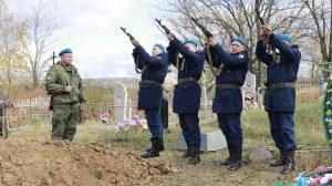 26 октября на братских погостах станицы Скосырской и хутора Поляков Тацинского района состоялись церемонии перезахоронения останков 18 воинов
