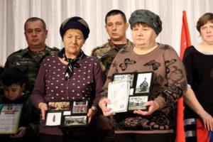 Поисковики Сальска передали памятную капсулу родственникам моряка-поводника, погибшего в 1942 году